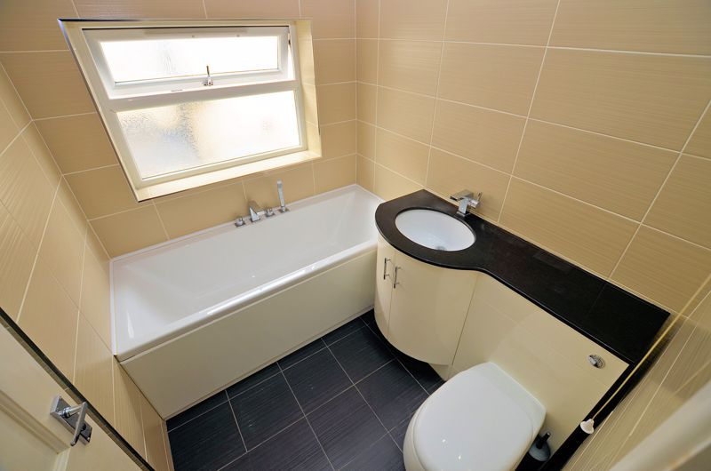 3 bed house for sale in Holly Road 10