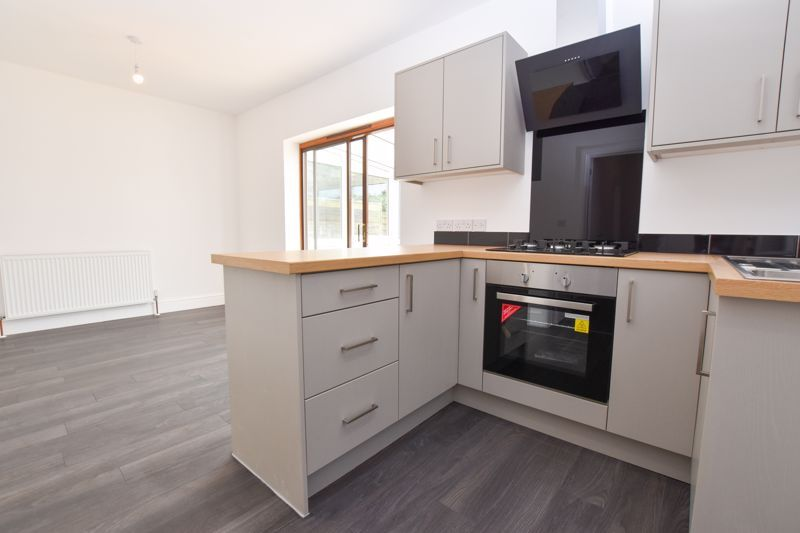 3 bed house to rent in Lansdowne Road 2