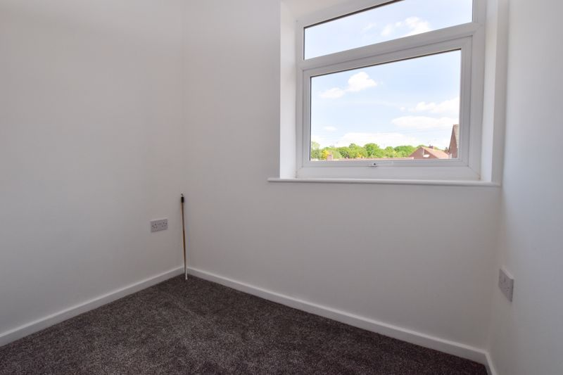 3 bed house to rent in Lansdowne Road 11