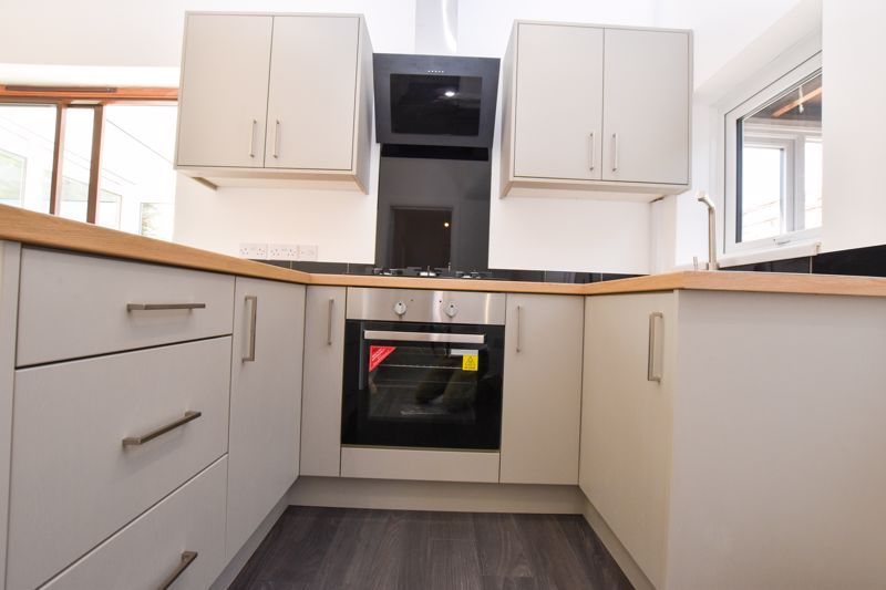3 bed house to rent in Lansdowne Road 15