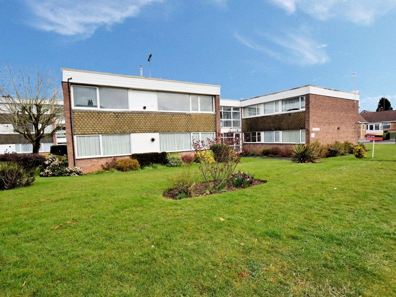 2 bed flat to rent in Middlefield Gardens, B62