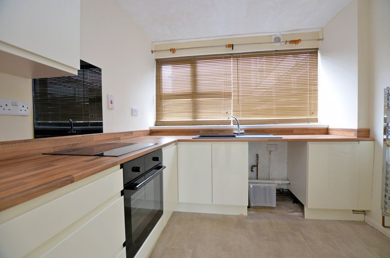 2 bed flat to rent in Middlefield Gardens 2