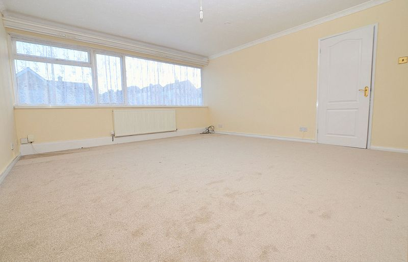 2 bed flat to rent in Middlefield Gardens 3
