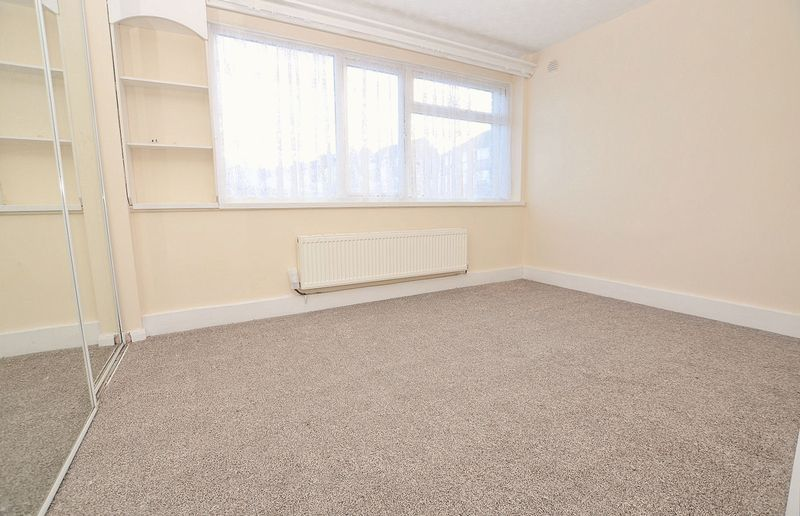 2 bed flat to rent in Middlefield Gardens 5