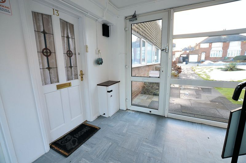 2 bed flat to rent in Middlefield Gardens 7