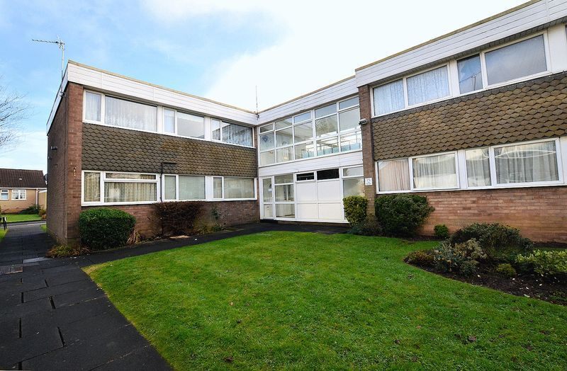2 bed flat to rent in Middlefield Gardens 8