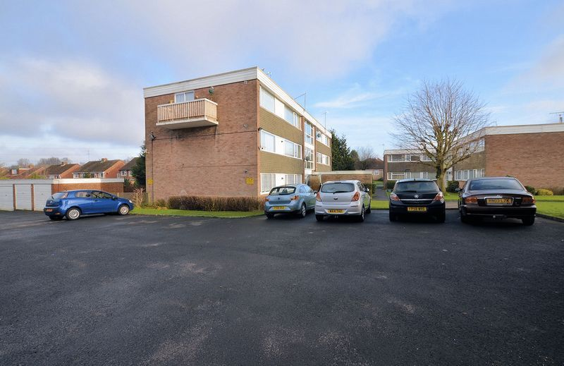 2 bed flat to rent in Middlefield Gardens 9