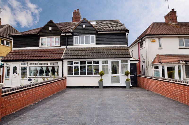 4 bed house for sale in Warwick Road, B68