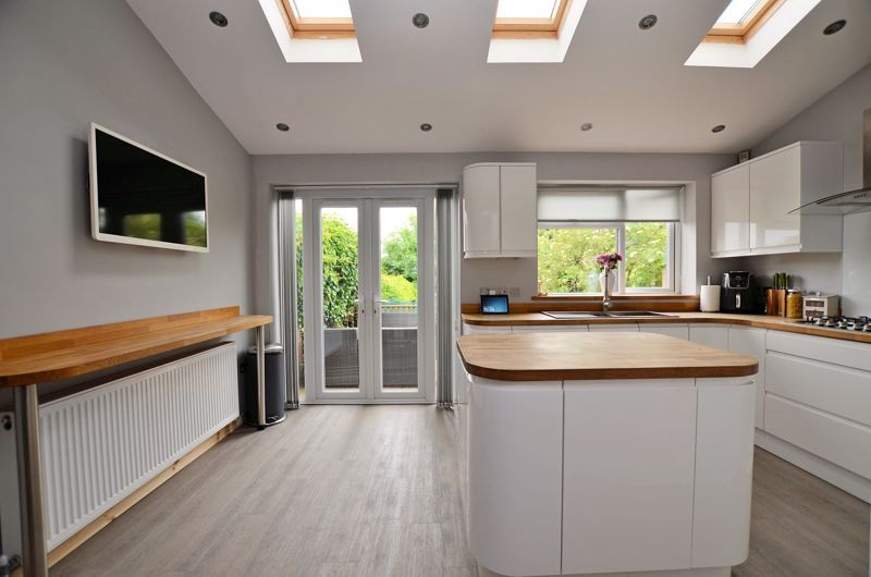 4 bed house for sale in Warwick Road 11