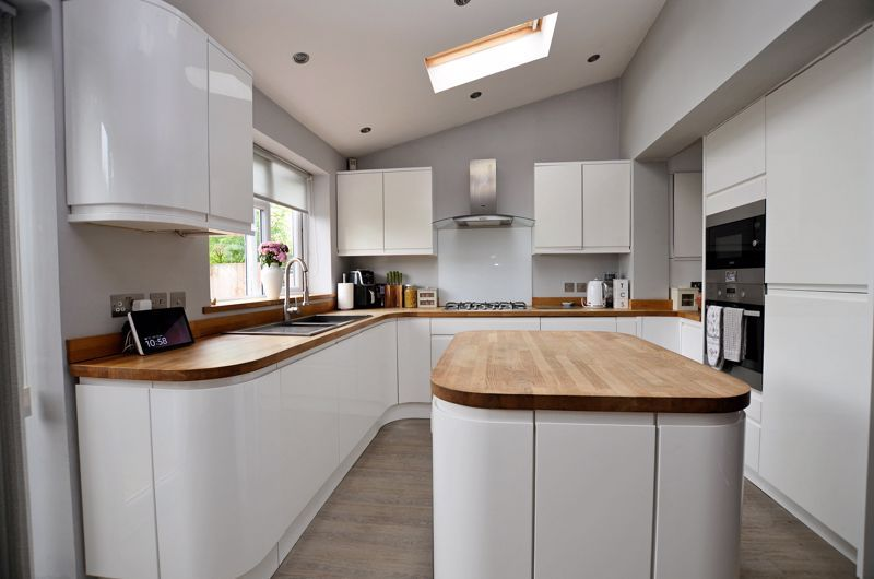 4 bed house for sale in Warwick Road 12