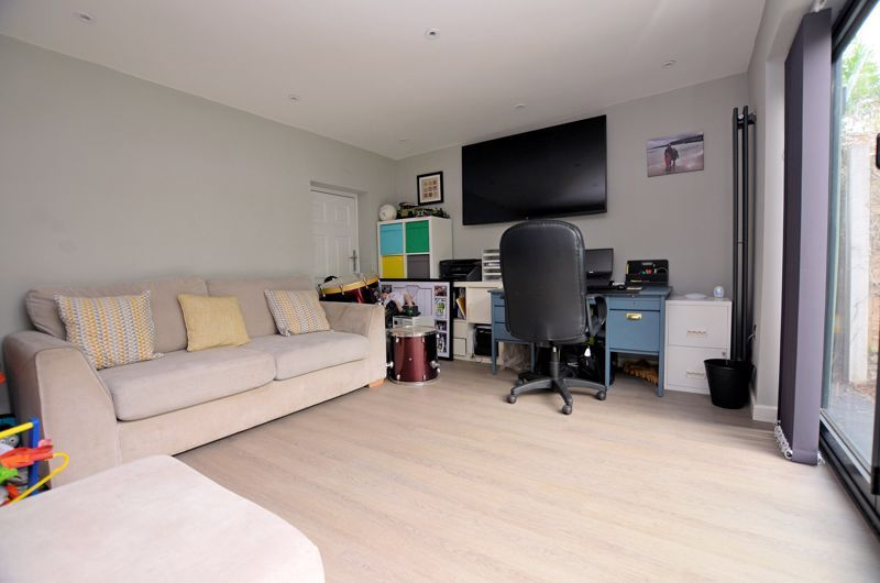 4 bed house for sale in Warwick Road  - Property Image 16