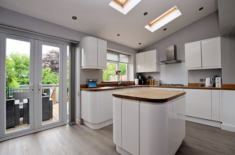4 bed house for sale in Warwick Road  - Property Image 4