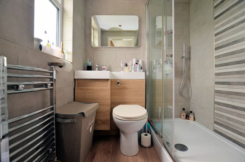 4 bed house for sale in Warwick Road  - Property Image 8