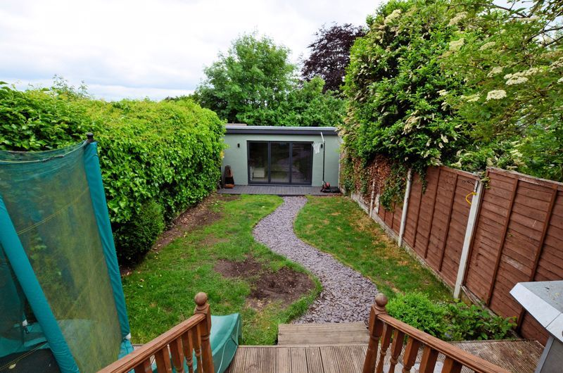 4 bed house for sale in Warwick Road  - Property Image 10