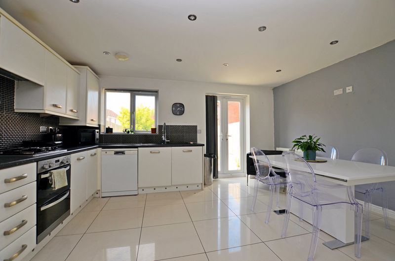 4 bed house for sale in Pel Crescent  - Property Image 2