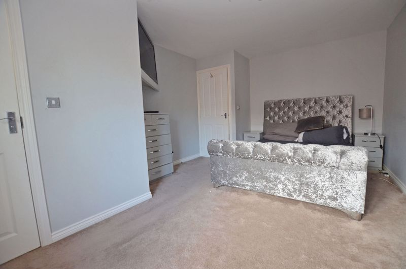 4 bed house for sale in Pel Crescent 5