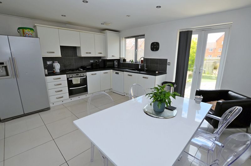 4 bed house for sale in Pel Crescent 7