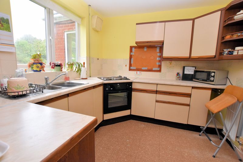 3 bed house for sale in Silverlands Avenue 4