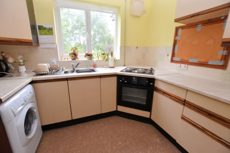 3 bed house for sale in Silverlands Avenue 5