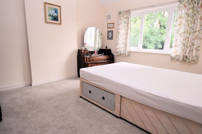 3 bed house for sale in Silverlands Avenue 6