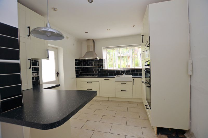 4 bed house for sale in Cornwall Avenue  - Property Image 14