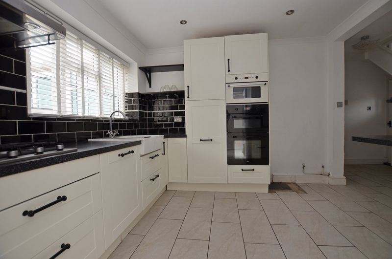 4 bed house for sale in Cornwall Avenue  - Property Image 15