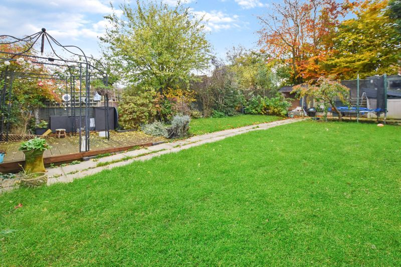 4 bed house for sale in Cornwall Avenue 7