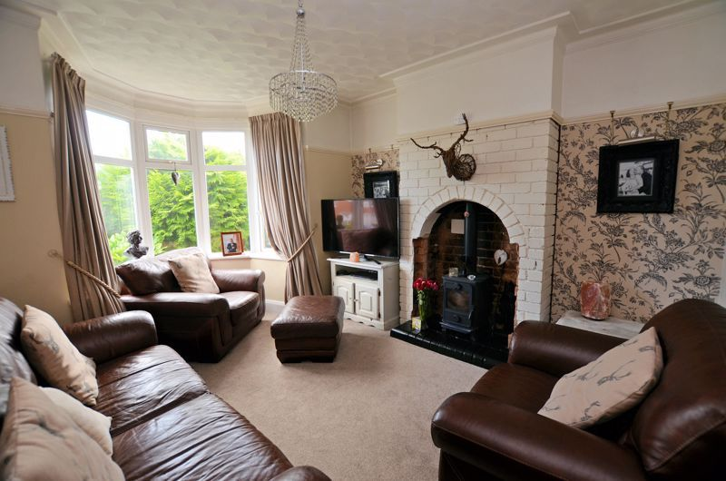 4 bed house for sale in Woodbourne Road  - Property Image 2