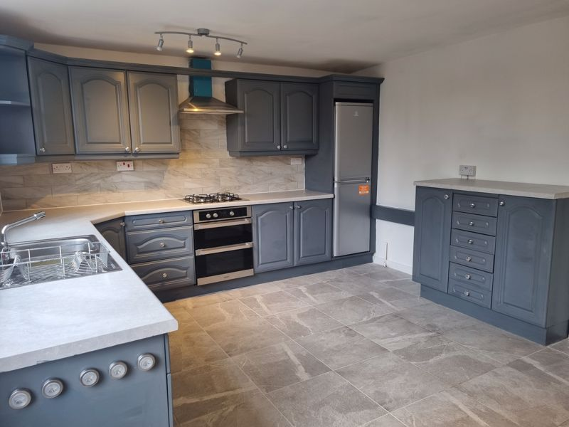 3 bed house to rent in Simmons Drive 2