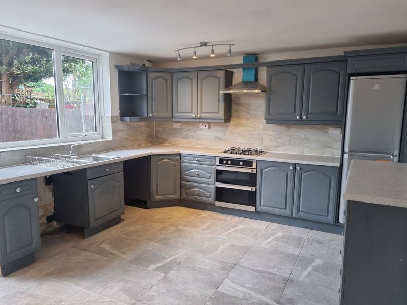 3 bed house to rent in Simmons Drive 7
