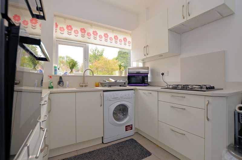 3 bed house for sale in Beverley Court Road 12
