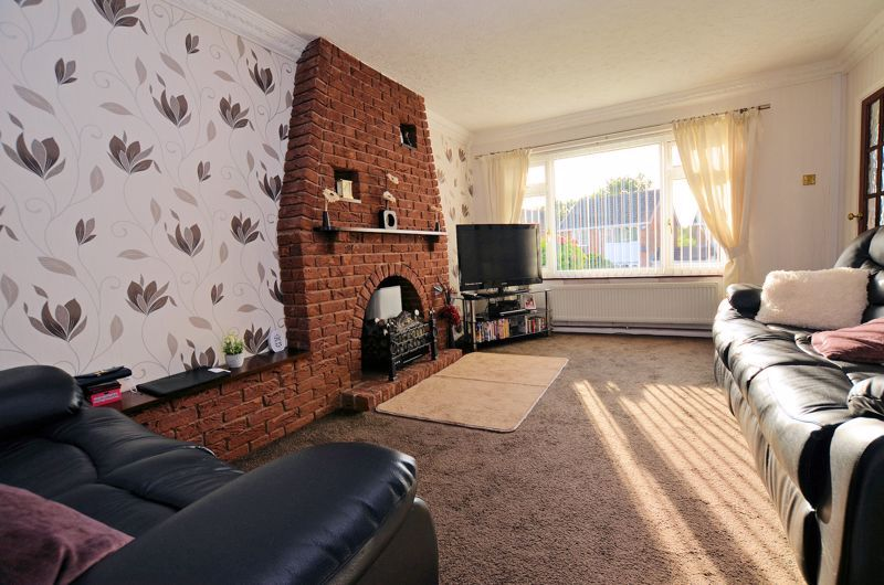 3 bed house for sale in Woodbury Road 2