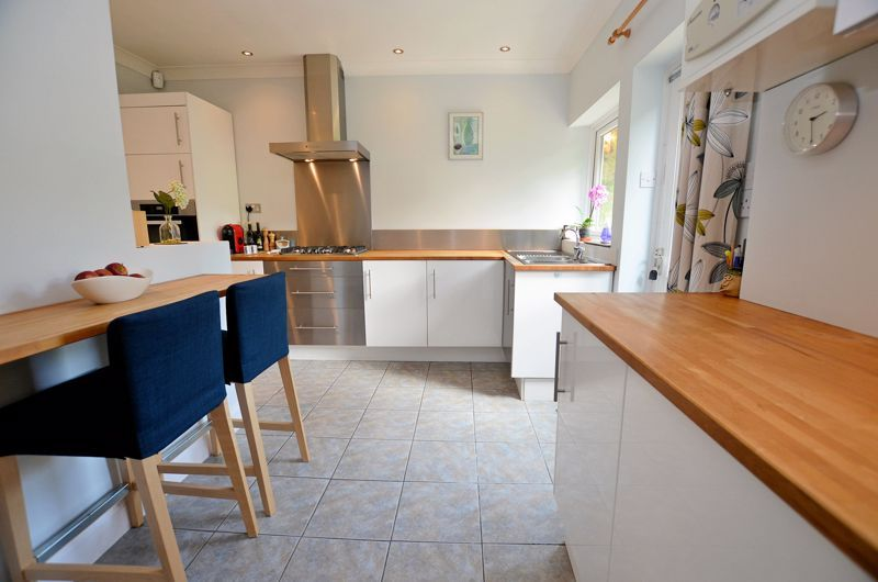 3 bed house for sale in Trevanie Avenue 4