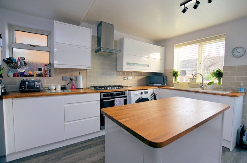 3 bed house for sale in Chichester Drive 10