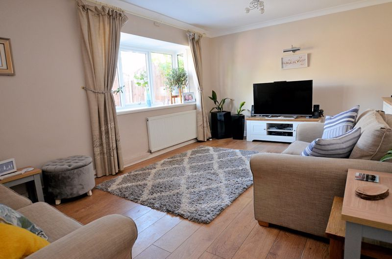 4 bed house for sale in Alder Grove 2