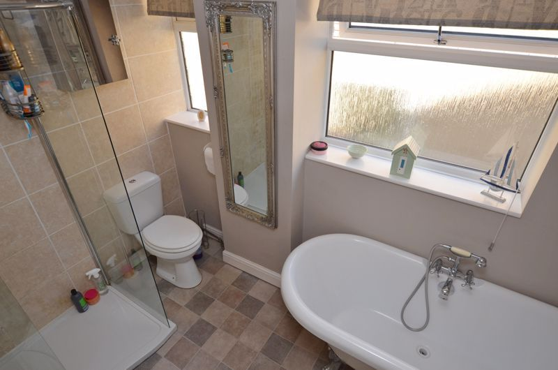 4 bed house for sale in Alder Grove  - Property Image 12