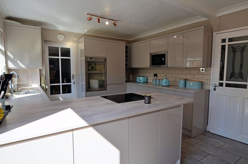 4 bed house for sale in Alder Grove 15