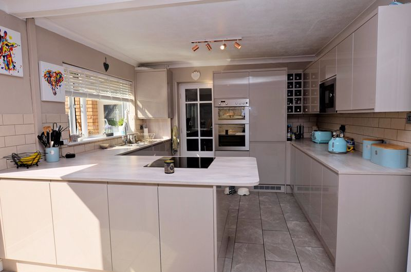 4 bed house for sale in Alder Grove 3
