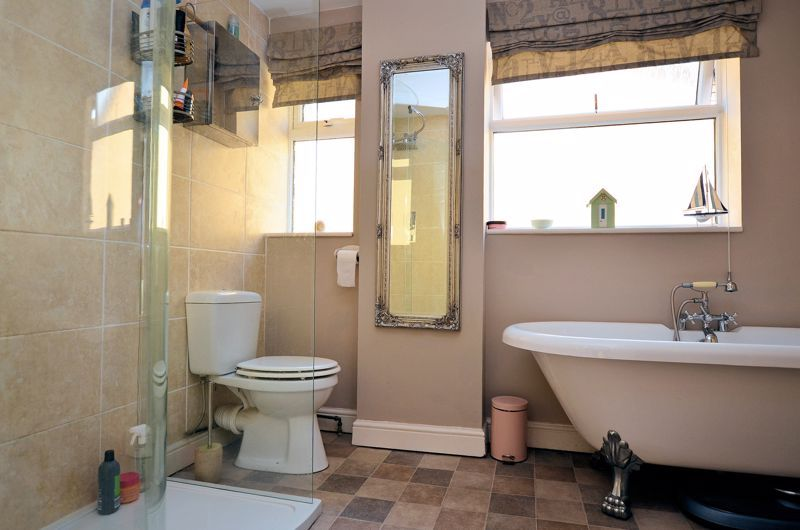 4 bed house for sale in Alder Grove 4