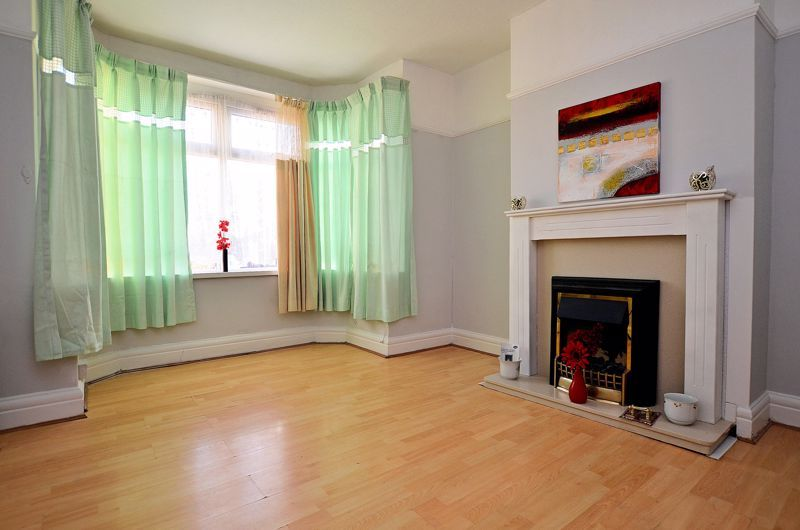 4 bed house for sale in Woodgreen Road 2