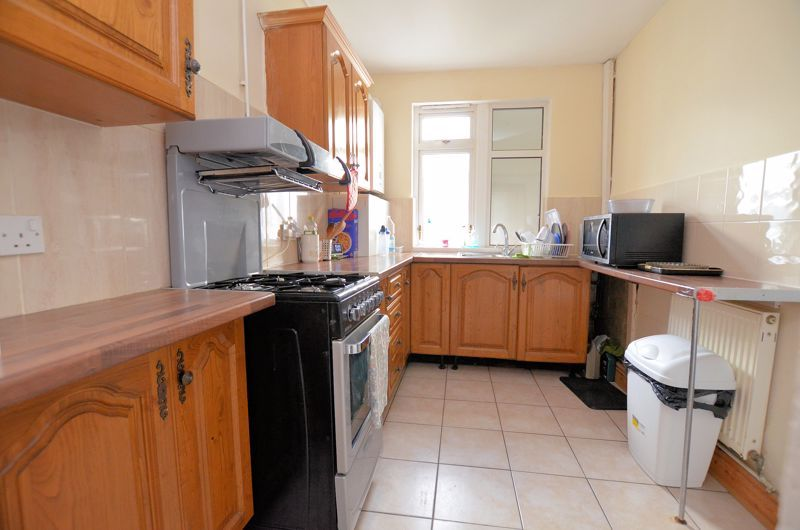 4 bed house for sale in Woodgreen Road 5