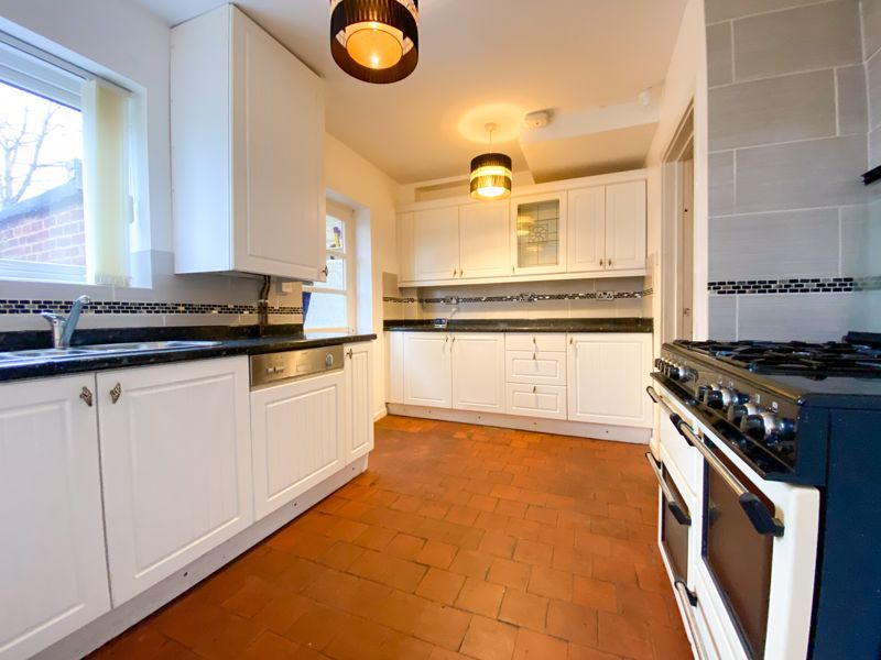 3 bed house to rent in Fleming Road 2