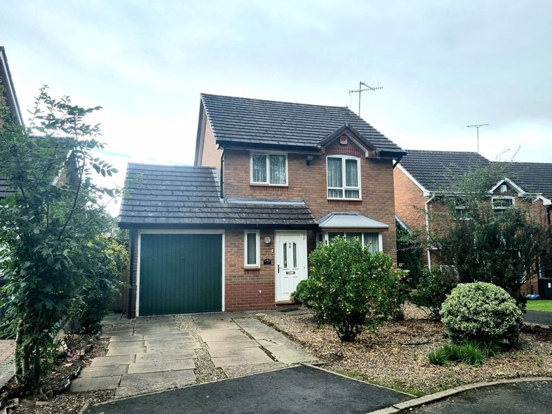 3 bed house to rent in Honeysuckle Close, B32