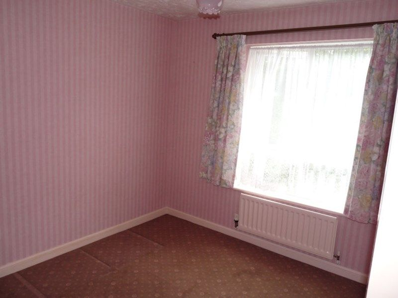 3 bed house to rent in Honeysuckle Close  - Property Image 7