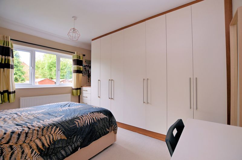 3 bed house for sale in Upper Meadow Road  - Property Image 5