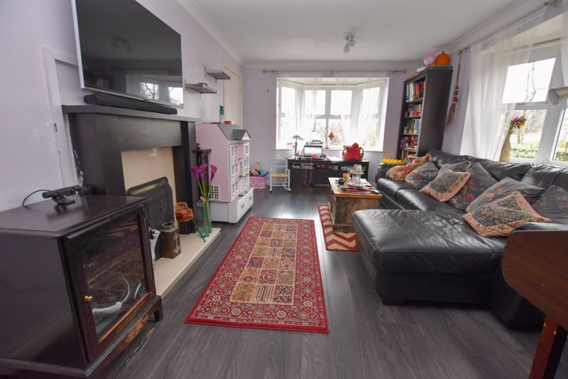 4 bed house to rent in Peartree Lane 2