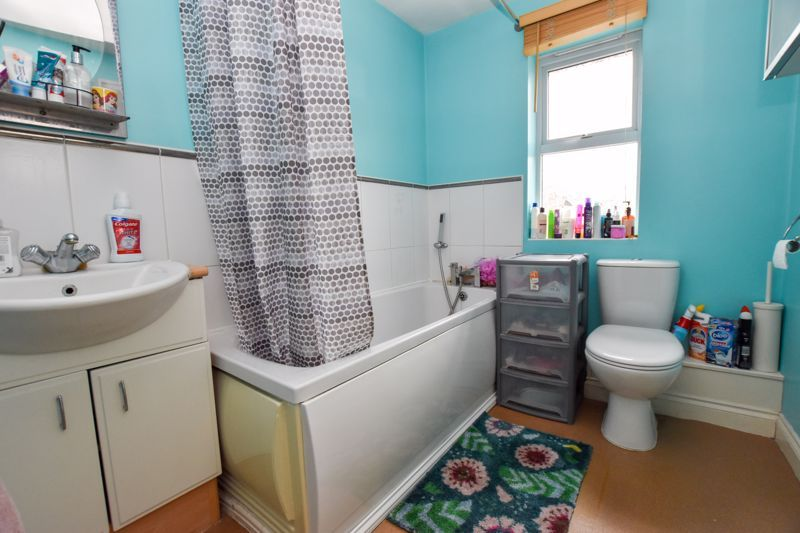 4 bed house to rent in Peartree Lane  - Property Image 13