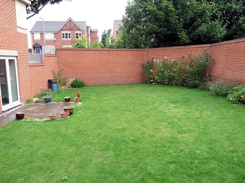 4 bed house to rent in Peartree Lane 18