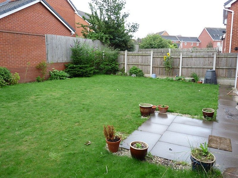 4 bed house to rent in Peartree Lane 6