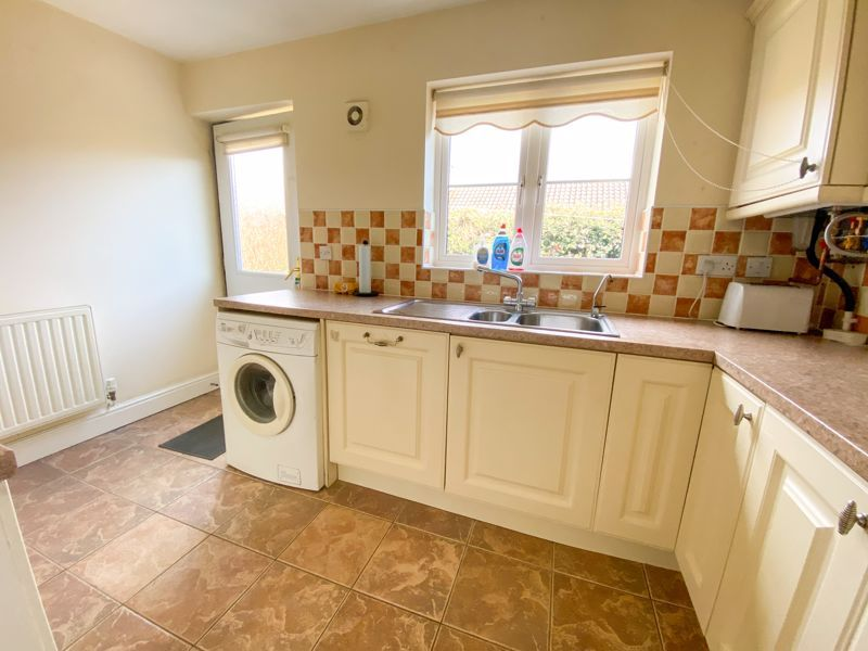 2 bed bungalow to rent in Lydate Road 9